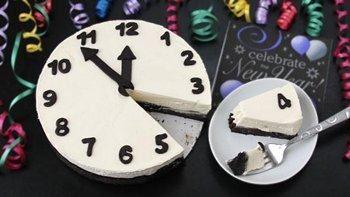 Black and White Cheesecake Clock