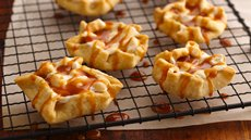 Caramel Apple-Marshmallow Tarts Recipe