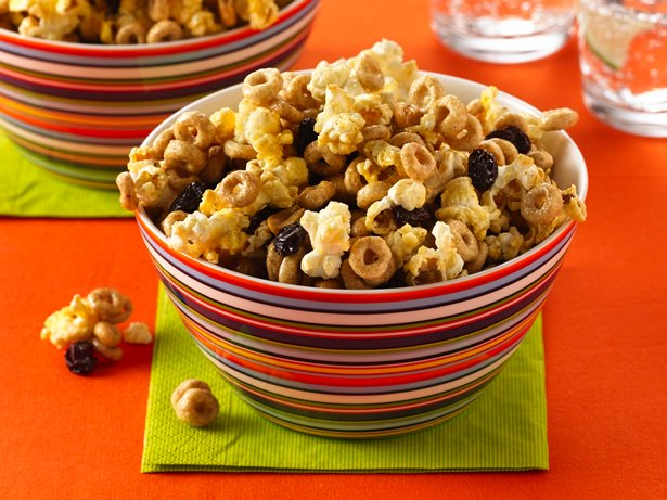 Cinnamon-Popcorn Snack
