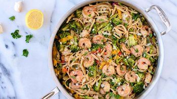 Shrimp with Garlic, White Wine and Linguini