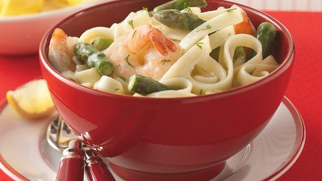 Image of Asparagus, Shrimp And Dill Over Fettuccine, Pillsbury