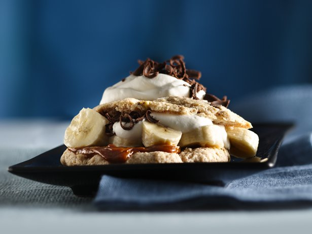 Pecan-Cinnamon Shortcakes with Bananas and Dulce de Leche