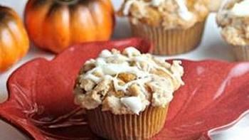 (Tastes like Dunkin' Donuts') Streusel Topped Pumpkin Muffins with Cream Cheese Glaze