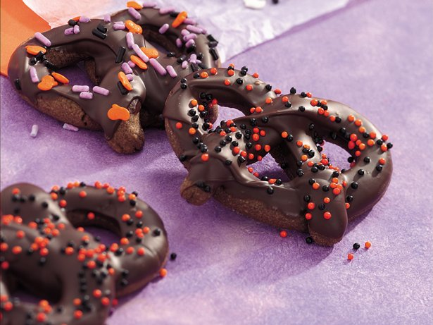 Chocolate Halloween Pretzels