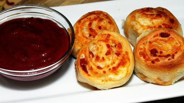 Pepperoni Pizza-Flavored Rolls