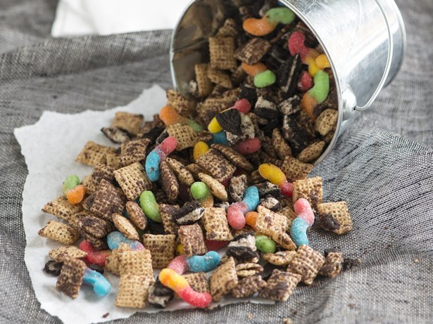 Dirt n Worms Chex Mix