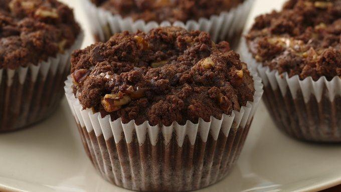Chocolate-Caramel Crumb Cupcakes