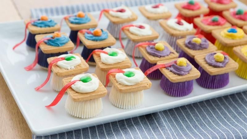 Mini Cupcake Mortarboards