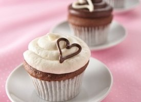 &quot;From the Heart&quot; Cupcakes