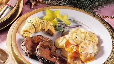 Peppered Beef Tenderloin With Wine Sauce