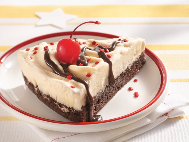 make a delicious fudgy and frosty ice cream cake it s easy to make and ...