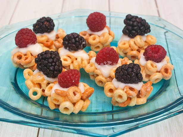 Cheerios Tarts with Yogurt and Berries