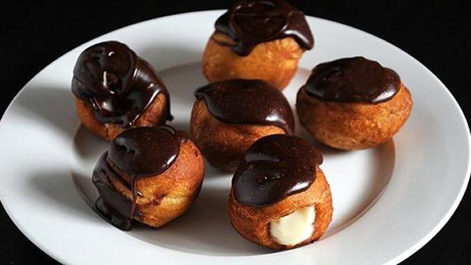 Mini Biscuit Eclairs