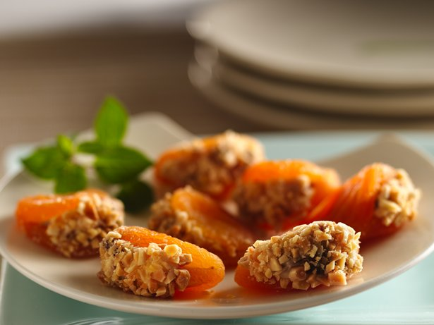 Amaretto Cheese-Filled Apricots