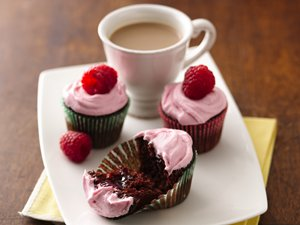 Mini&#32;Raspberry-Filled&#32;Chocolate&#32;Cupcakes
