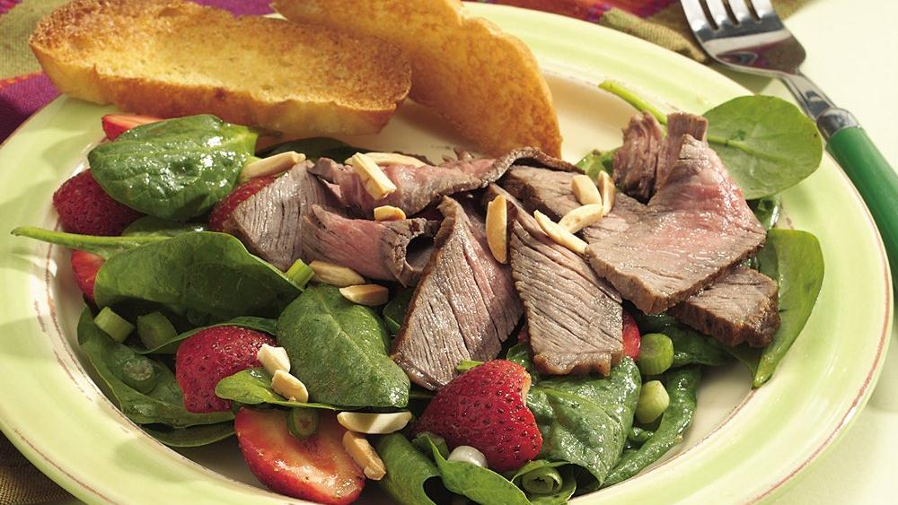 Grilled Beef with Spinach and Strawberry Sala