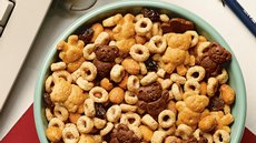 """Beary Good"" Snack Mix Recipe"