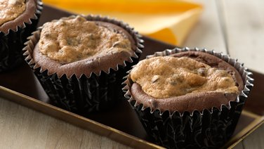Creamy Peanut Butter-Filled Chocolate Cupcakes