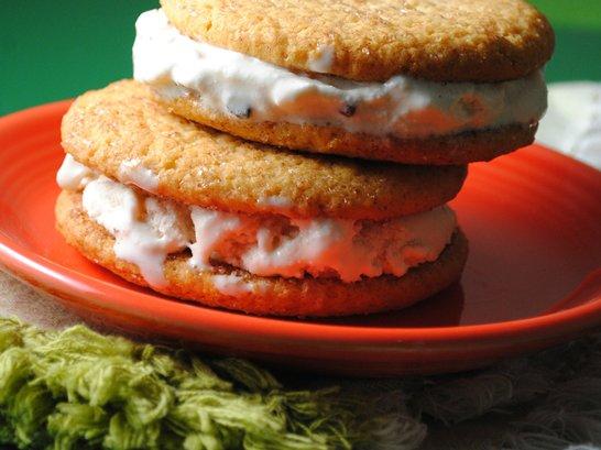 Easy Sugar Cookie Ice Cream Sandwich - Que Rica Vida