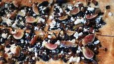Fig, Caramelized Onion and Bacon Flatbread Recipe