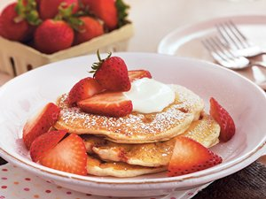 Strawberries 'n Cream Pancakes