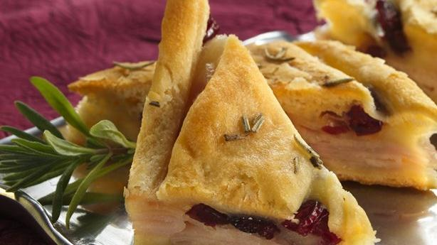 Turkey-Cranberry Appetizer Pizza