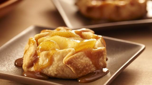 25 apple dessert recipes six sisters stuff mini apple crostatas forumfinder Image collections