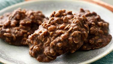 No-Bake Dark Chocolate Granola Cookies
