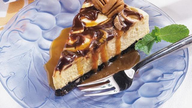 No-Bake Turtle Cheesecake