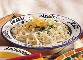 Fettuccine Alfredo (&lt;I>lighter recipe&lt;/I>)