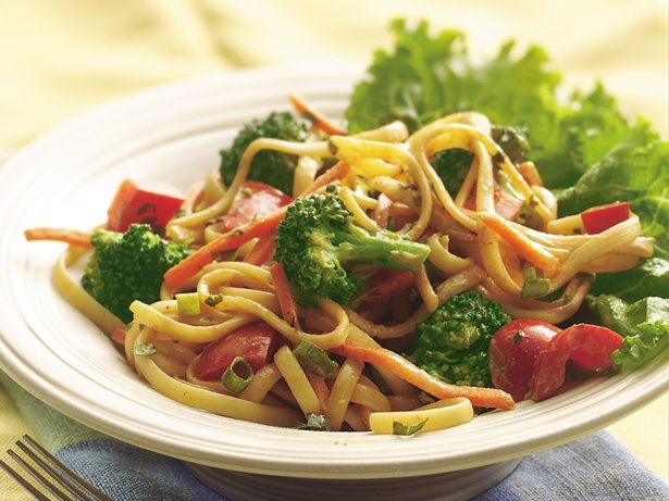 Noodles and Peanut Sauce Salad Bowl
