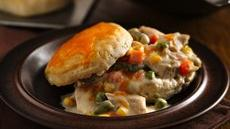 Creamy Garlic Chicken and Cheddar Biscuits Recipe
