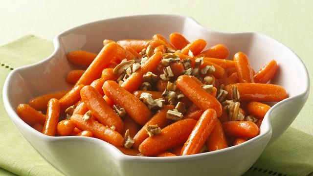Maple-Glazed Carrots with Pecans