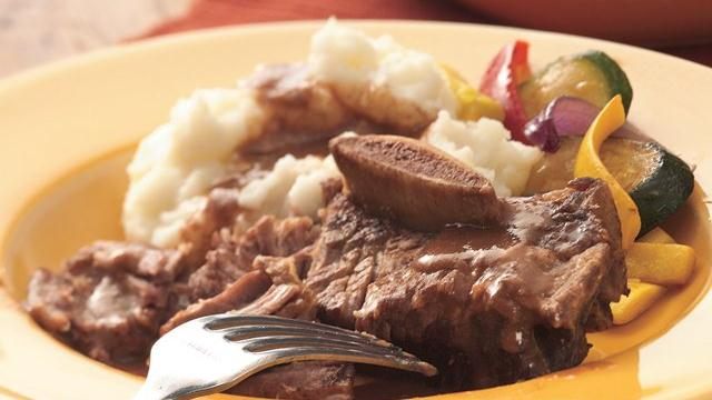 Slow Cooker Braised Short Ribs with Mashed Potatoes