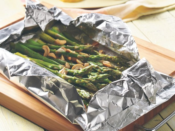 Grilled Cashew-Asparagus Packet