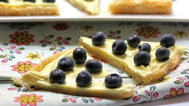 Lemon-Blueberry Cookie Pizza