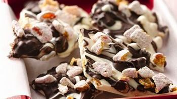 Peppermint Muddy Buddies Bark