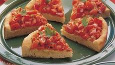 Tomato-Topped Onion Bread Wedges Recipe