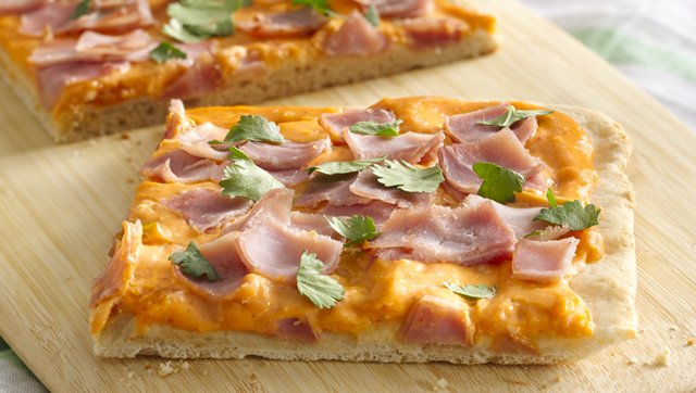 Ham and Creamy Sriracha Pizza