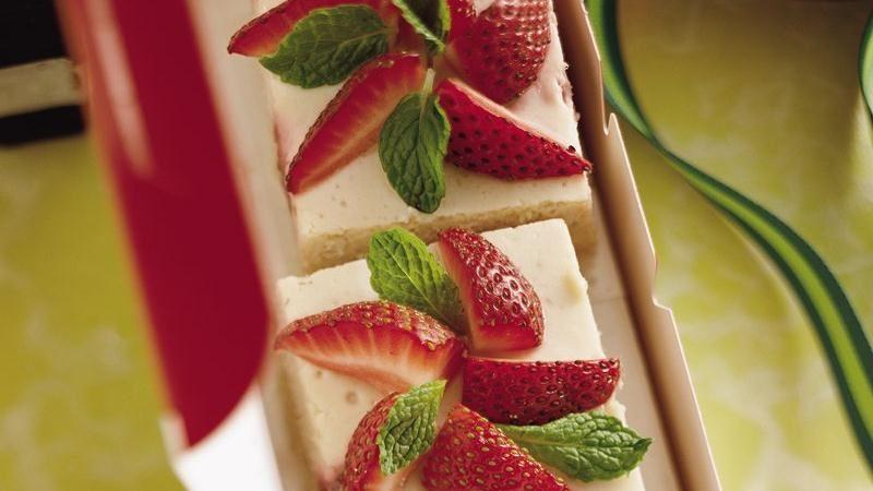 Poinsettia Cheesecake Squares