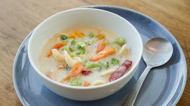 Creamy Chicken and Veggie Alfredo Soup