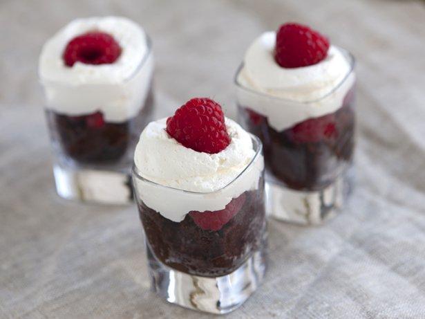 Chocolate Cake And Cream Shots