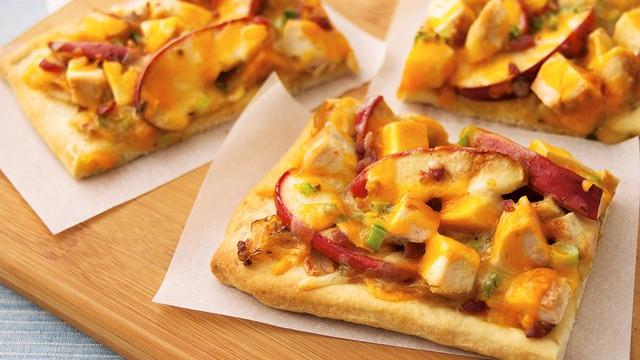 Image of Apple-jack Chicken Pizza With Caramelized Onions, Pillsbury