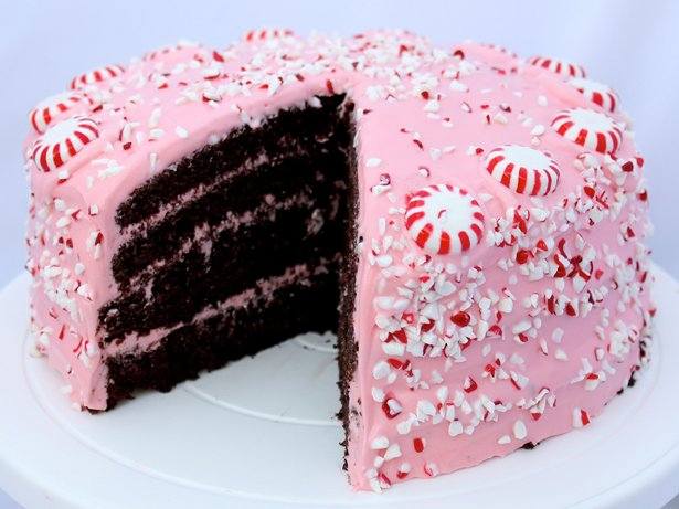 Chocolate fudge cake with pink peppermint cream cheese for Chocolate fudge cream cheese frosting