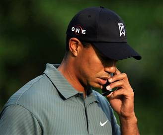 tiger-woods-cellphone
