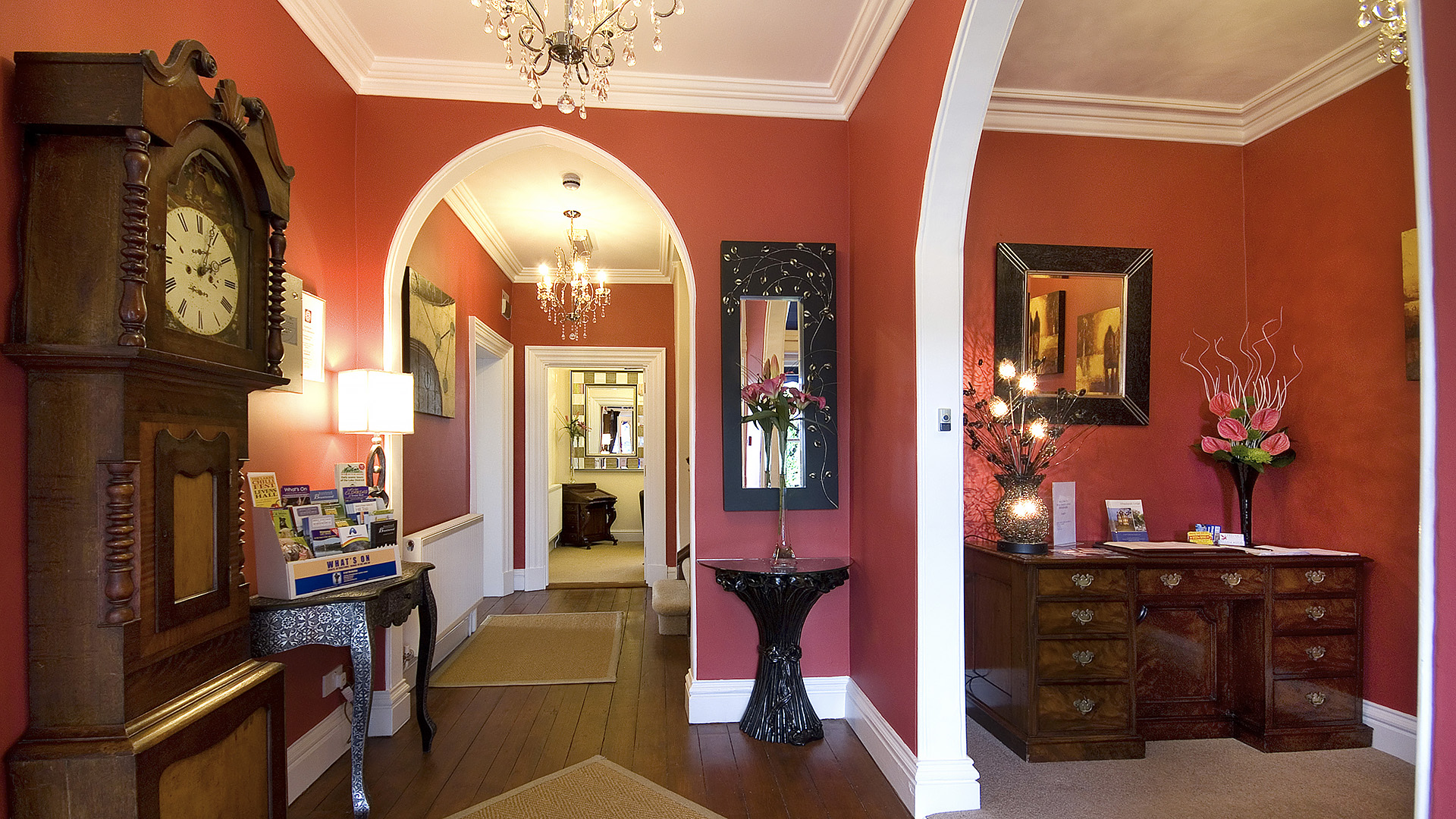 Wheatlands Hotel Communal corridor decor with red / pink and white colour scheme