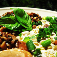 Marinated champignons with lentils and cashew sauce