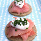 Smoked salmon on Walkers oatcakes and what motivates food bloggers
