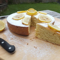 Yogurt and lemon cake... very lemony!
