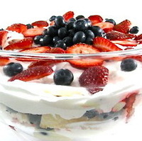 """No Bake"" Skinny Strawberry Shortcake Trifle, Ready in Minutes!"